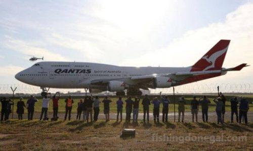 แควนตัส 747เดินทางจากซิดนีย์เพื่อเกษียณที่โมฮาวี