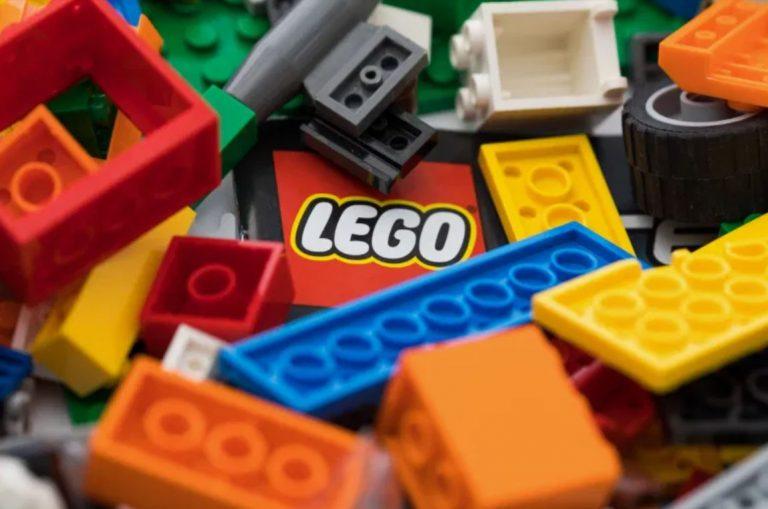 เจ้าของมหาเศรษฐี ของเลโก้มองหาการลงทุนเพื่อลดพลาสติก