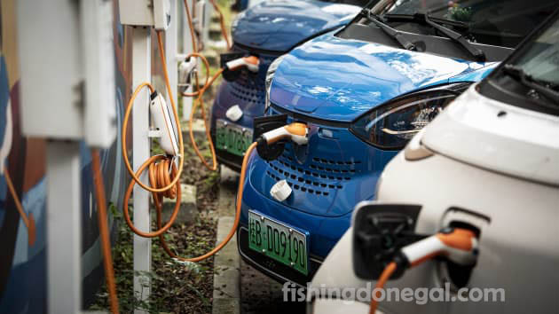 ราคาหุ้น ผู้ผลิตรถยนต์ไฟฟ้าของจีนพุ่งสูงขึ้นอย่างมาก