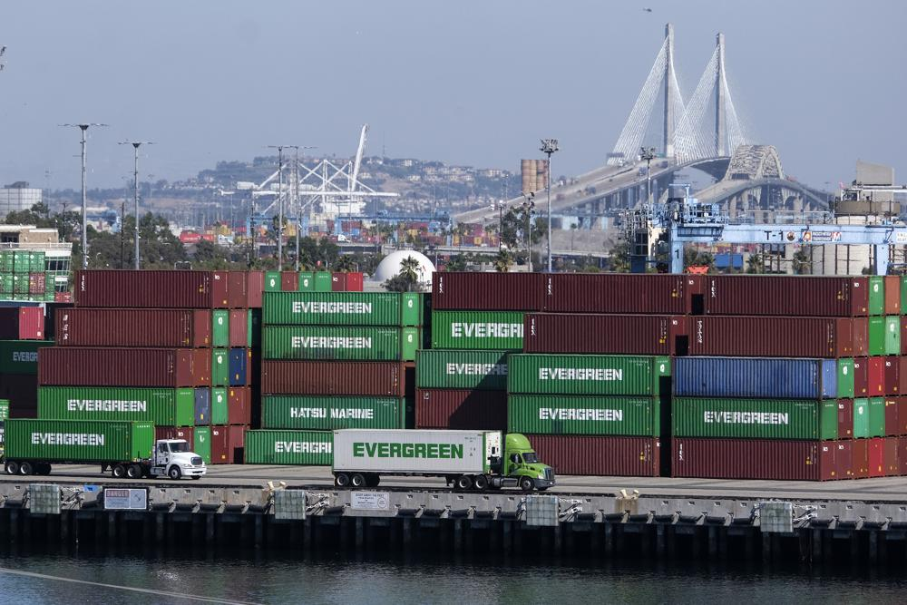 Cargo backlog สร้างปัญหาการจราจรในทะเลและทางบก
